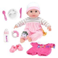 Élethű játékbaba rózsaszín ruhában kiegészítőkkel-ovodavilag.hu